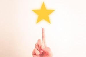 指のさす方向に星